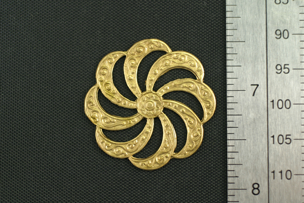1pc VINTAGE STYLE RAW BRASS VICTORIAN ROUND ORNAMENTAL CONNECTOR FINDING